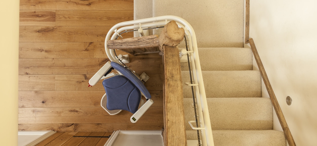 curve_bespoke_stairlift